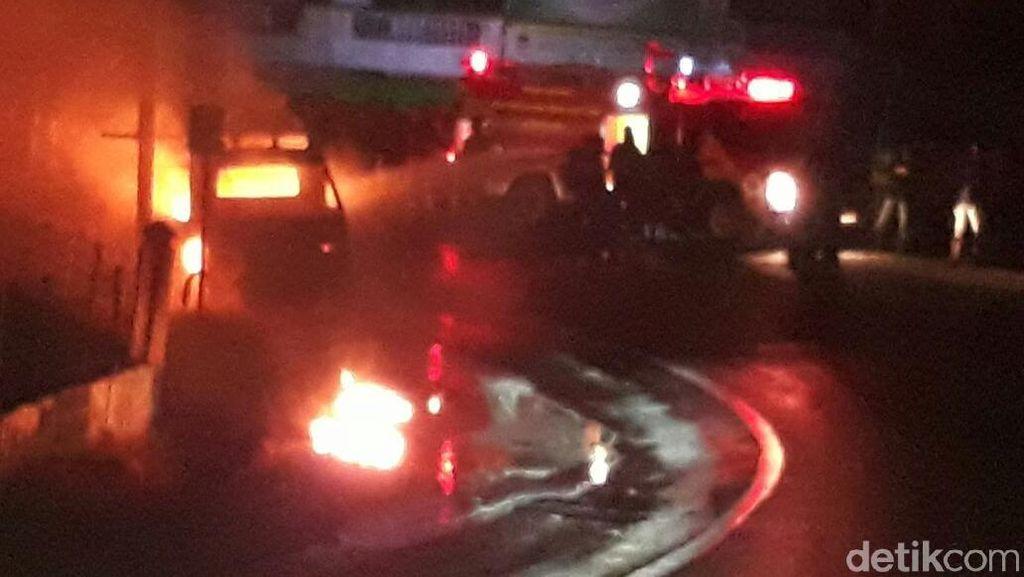 Angkot di Aceh Terbakar