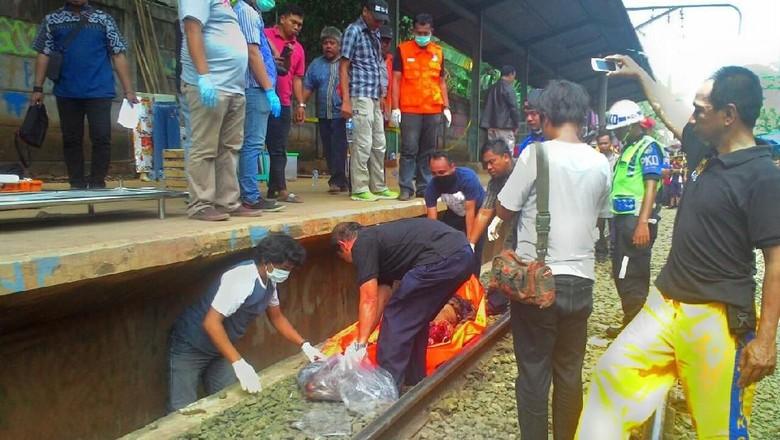 Diduga Korban Pria Ditemukan Tewas - Bogor pria ditemukan tewas di samping rel kereta api di bekas Stasiun Tubuh korban ditemukan dalam kondisi ada