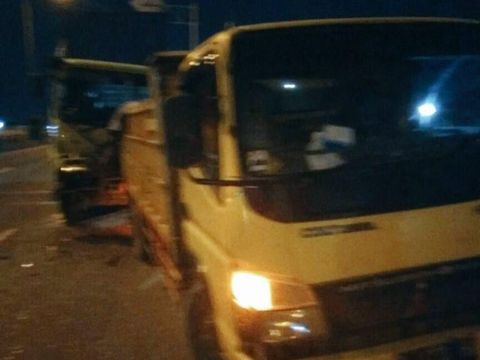 Kecelakaan Truk vs Truk Terjadi di Tol Jatinegara Arah Cawang