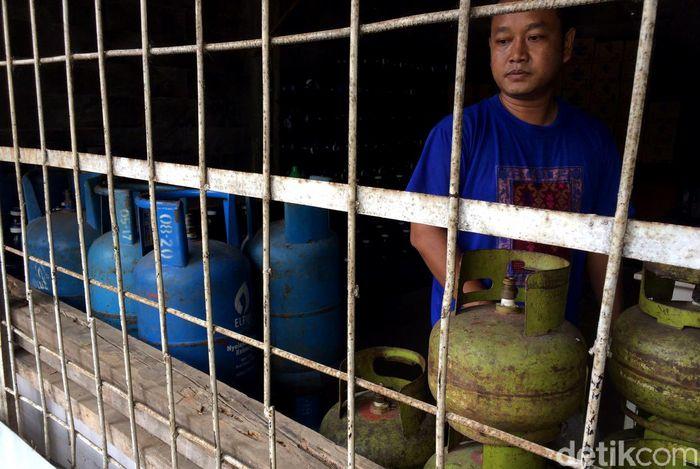 Berdasarkan pantauan detikFinance dari toko pengecer gas di Jalan Panglima Polim, Jakarta Selatan, nampak susunan 20 tabung elpiji 3 kg. Namun, tabung-tabung elpiji 3 kg tersebut kosong.