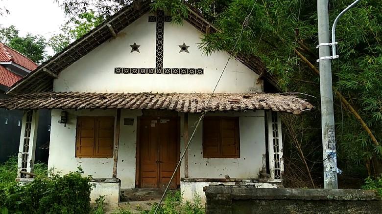 Rumah Hantu di Blitar yang - Blitar Cerita rumah hantu di Kanigoro Kabupaten Blitar memang Untuk detikcom mendatangi langsung lokasi rumah itu bercat putih