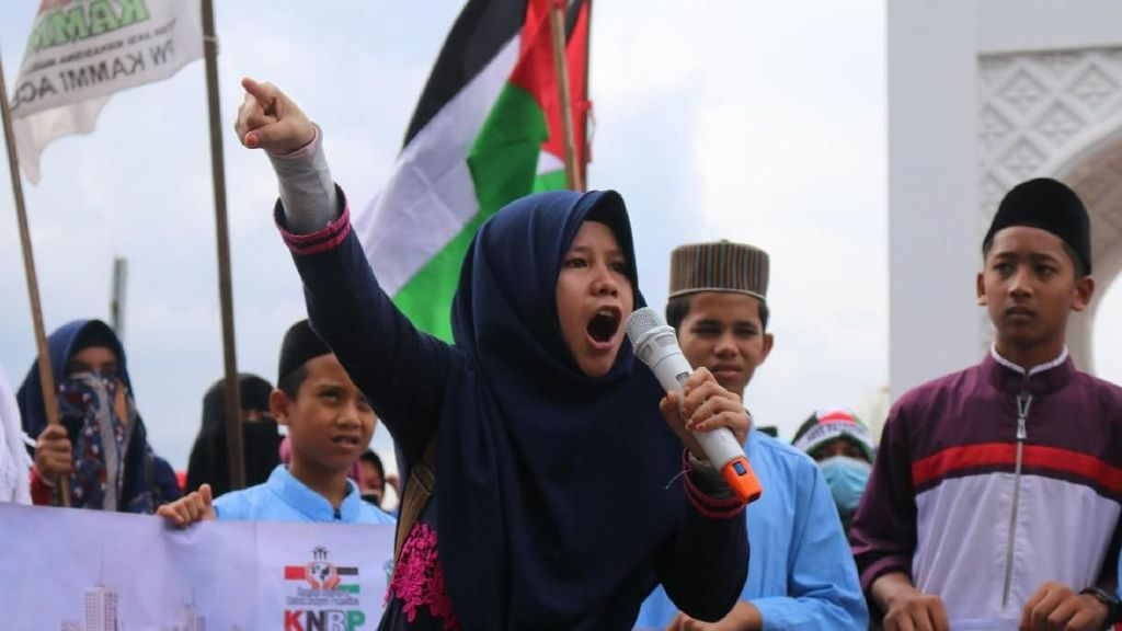 Mahasiswa dan Massa di Aceh Bakar Foto Trump