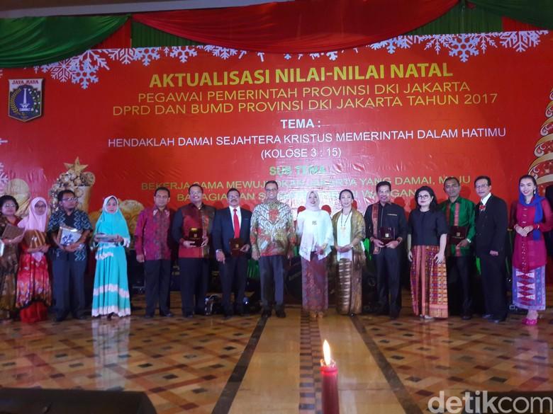 Hadiri Acara Makna Natal PNS - Jakarta Gubernur DKI Jakarta Anies Baswedan menghadiri acara Aktualisasi Natal bersama Pegawai Pemprov DKI DPRD dan BUMD DKI