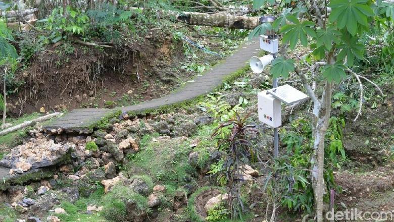 Belasan Desa di Purworejo Terdampak - Purworejo Siklon tropis Cempaka pada akhir November lalu telah mengakibatkan fenomena tanah bergerak di beberapa kecamatan di Kabupaten
