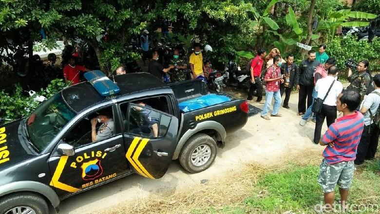 Buron Polisi Nyebur Mayatnya Ditemukan - Batang Sesosok mayat ditemukan mengambang di bendungan Lutung Mati Sungai Kabupaten Batang perbatasan dengan Kabupaten Dari diduga adalah