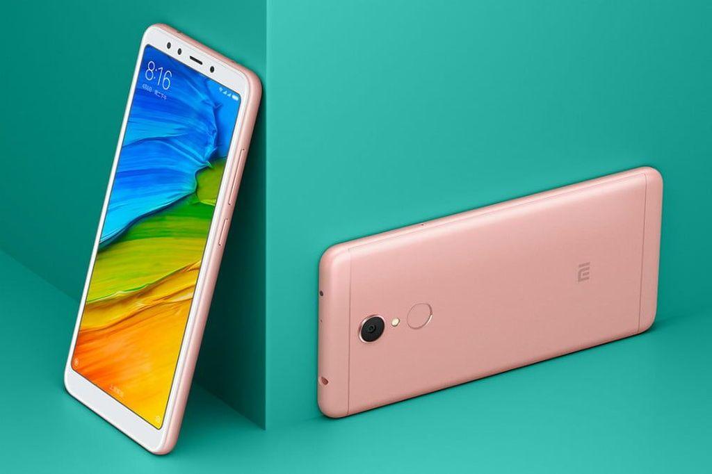 Bodi ponsel yang terbuat dari aluminum ini tersedia dalam empat pilihan warna, yaitu biru, pink, gold dan hitam.Foto: Istimewa
