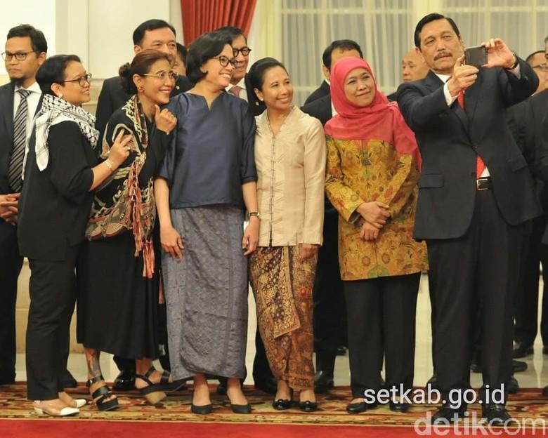 Momen Luhut Ajak Menteri Kabinet - Jakarta Jajaran menteri Kabinet Kerja hadir saat pelantikan Marsekal TNI Hadi Tjahjanto sebagai Panglima Momen berkumpulnya para pejabat