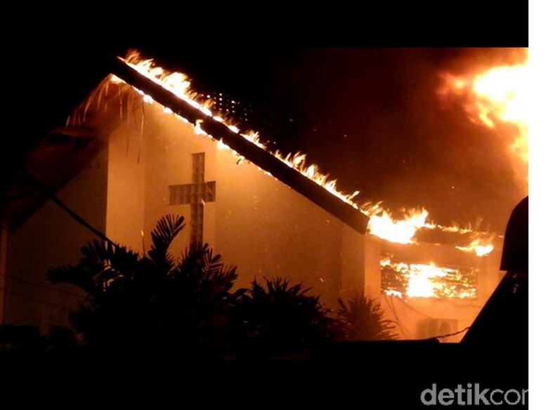 Kebakaran di Pasar Gembrong Lama, 20 Kios dan 1 Gereja Terbakar