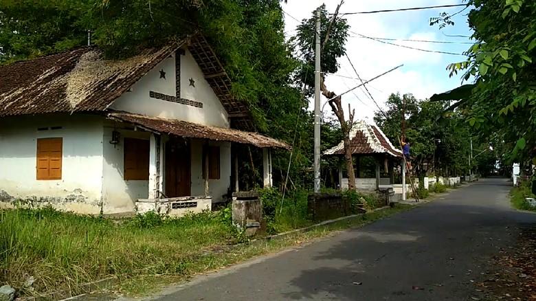 Rumah di Blitar yang Diviralkan - Blitar Viralnya rumah di Blitar yang berhantu tapi ternyata hoax membuat gerah warga sekitar dan pemilik Pemilik rumah