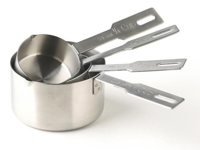 Ini Trik Sederhana Menyimpan Gelas Ukur di Dapur