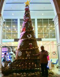 Sambut Natal, Warga Gorontalo Buat Pohon Natal dari Sabut Kelapa
