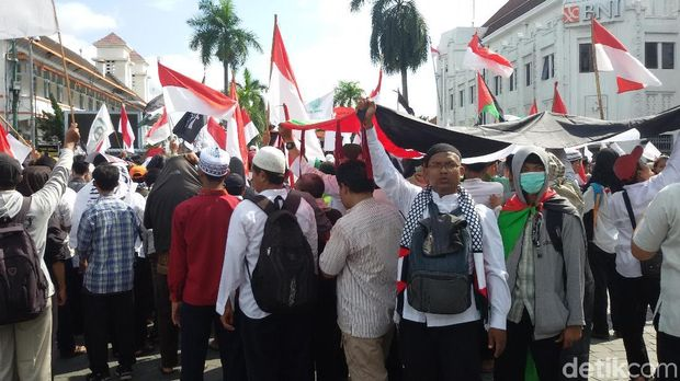 Aksi mengecam Presiden Donald Trump di Yogyakarta.