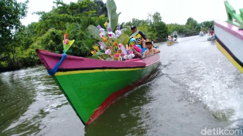 Tradisi Maulid di Karst Rammang-Rammang: Ribuan Telur Diarak Perahu