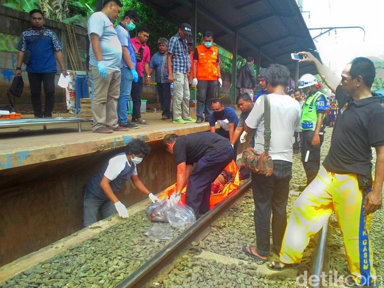 Pria Tewas Tubuh Terpotong Ditemukan - Bogor pria ditemukan tewas dengan tubuh terpotong di lintasan kereta api Kecamatan Kabupaten Jumat Tubuh korban ditemukan di