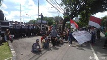 Demo Tolak Bandara Kulon Progo, Mahasiswa Orasi dan Blokir Jalan