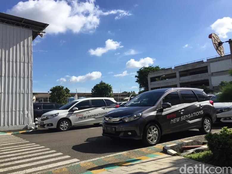Honda: Harga Jual Mobilio Paling Oke
