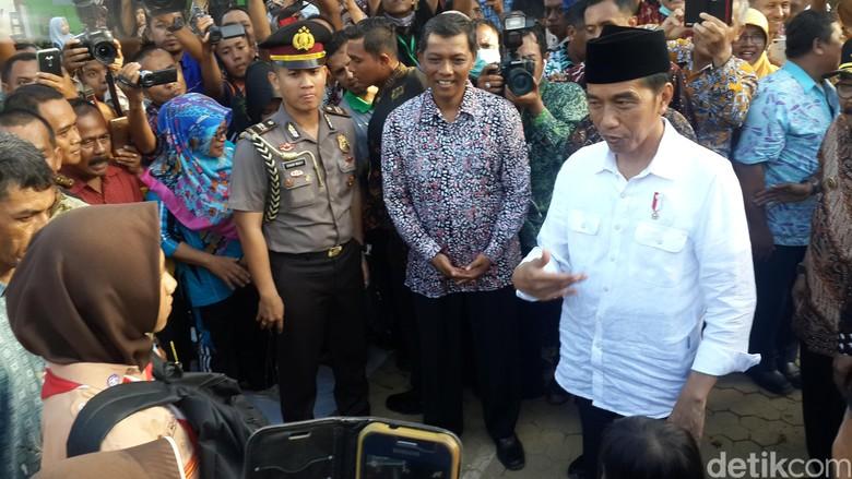 Jokowi Beri Waktu Pekan untuk - Pacitan Sejumlah fasilitas umum rusak akibat bencana banjir dan longsor yang melanda Selasa Pemerintah akan mengupayakan pengerjaan pemulihan