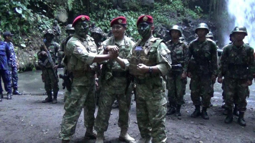 Unik, Sertijab Komandan Sekolah Kopaska TNI AL Digelar di Hutan