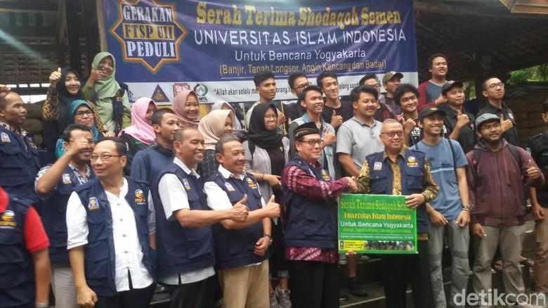 UII Yogya Kerahkan Tim Rekonstruksi - Bantul Pasca amukan badai banyak infrastruktur di kabupaten Bantul yang mengalami kerusakan Tim ahli dan mahasiswa dari Universitas