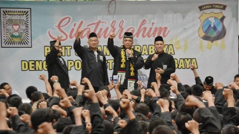 Kombes Rudi Dinobatkan Jadi Warga - Surabaya Surabaya Kombes Rudi Setiawan dinobatkan menjadi warga kehormatan Persaudaraan Setia Hati Terate Rudi ingin agar persaudaraan ini