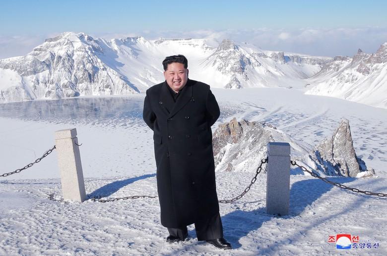 Terjang Salju Tebal, Kim Jong-Un 'Daki' Gunung Perbatasan Korut-China