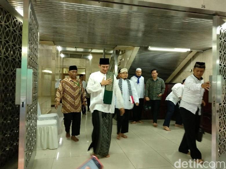 Sandi Ingin Jadikan RS Duren - Jakarta Wakil Gubernur DKI Jakarta Sandiaga Uno ingin menjadikan Rumah Sakit Khusus Daerah Duren Sawit sebagai rumah sakit
