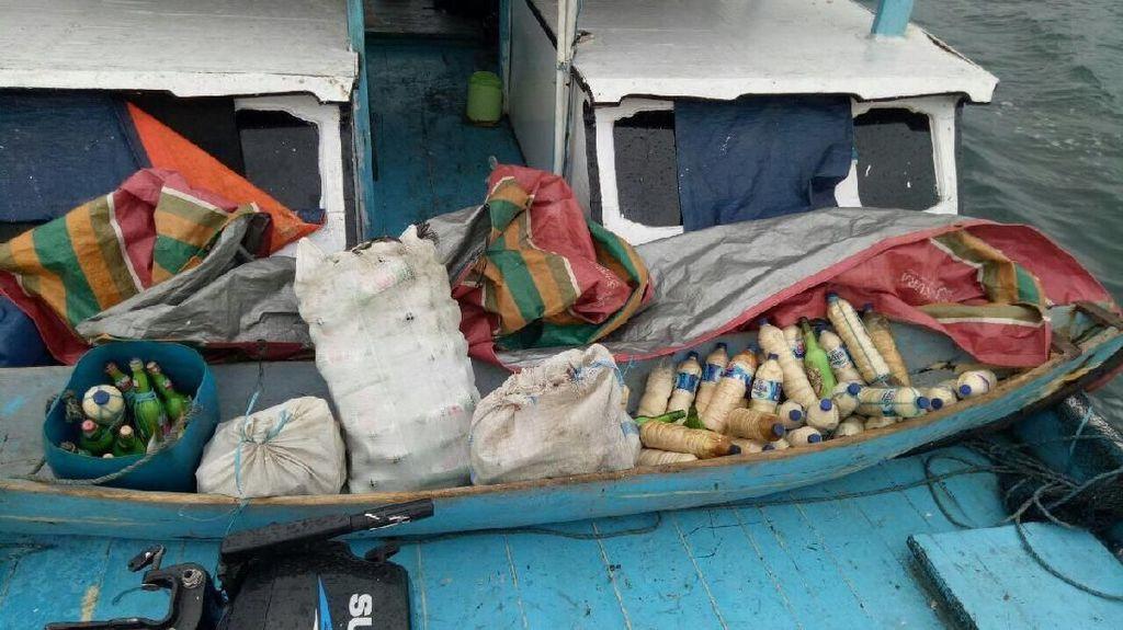 Polda Papua Ringkus Kapal Nelayan yang Penuh Bom Ikan