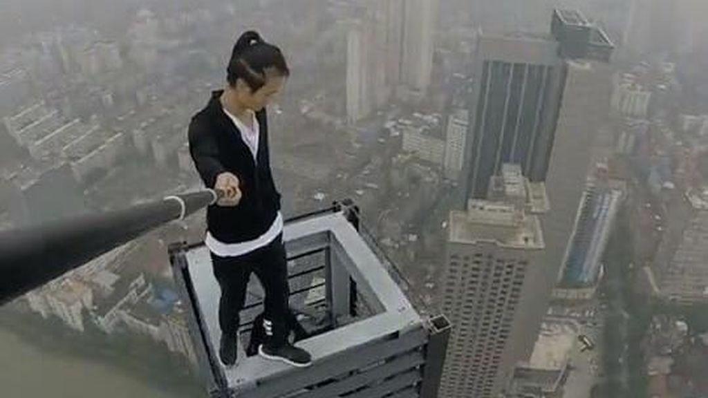 Suka Selfie di Ketinggian, Pria Ini Mati Muda
