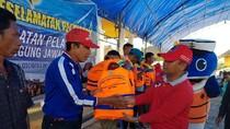 Pentingnya Life Jacket untuk Penumpang Kapal Kecil di Daerah