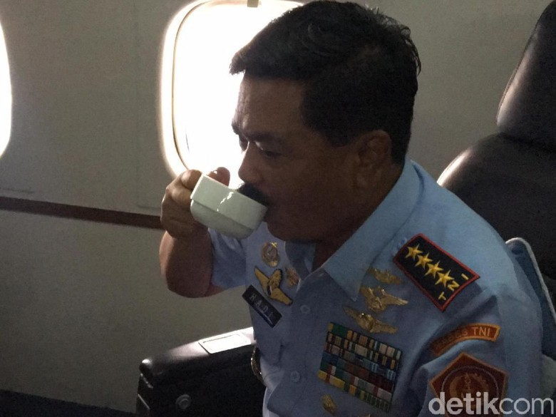 Marsekal Hadi Ingin Ajak Ngopi - Jakarta Panglima TNI Marsekal Hadi Tjahjanto tidak mau ambil pusing terhadap pihak yang menyerangnya dengan kabar fitnah dan