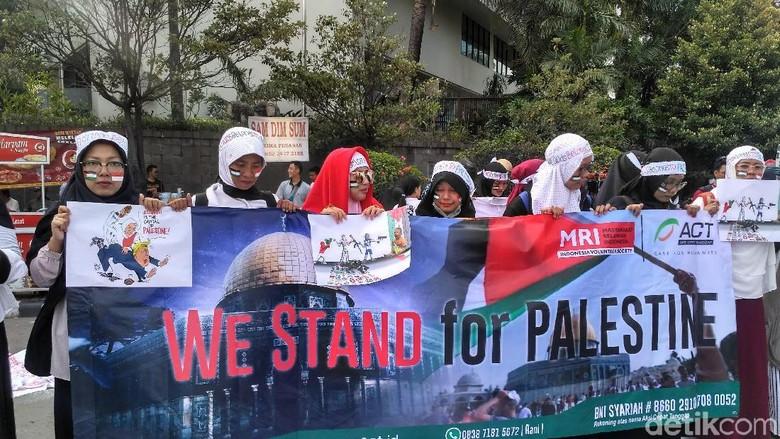 Aksi Masyarakat Kecam Trump Soal - Jakarta Aksi cepat tanggap Indonesia bersama Masyarakat Relawan Indonesia mengecam pernyataan Presiden Donald Trump yang menyatakan Yerusalem sebagai