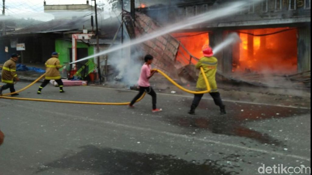 Toko Kelontong Pasar Parangkuda Sukabumi Kebakaran
