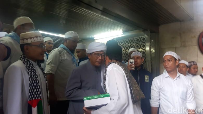 Sandi Minta Nasihat ke Aa - Jakarta Gubernur DKI Jakarta Sandiaga Uno menghadiri Kajian Tauhid Bulanan yang digelar Daarut Tauhid di Masjid Jakarta Dalam