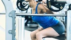 Istri dari pemain sepak bola Irfan Bachdim ini memang terkenal menyukai olahraga. Ia pun sering dipuji karena memiliki tubuh yang indah.