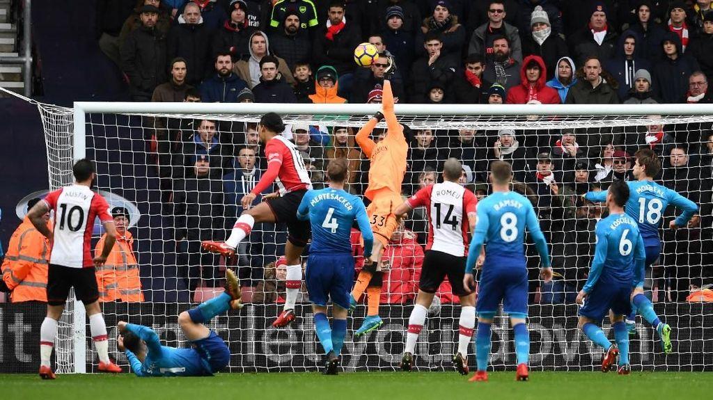 Arsenal Seri di Markas Southampton, Cech: Hasil yang Adil