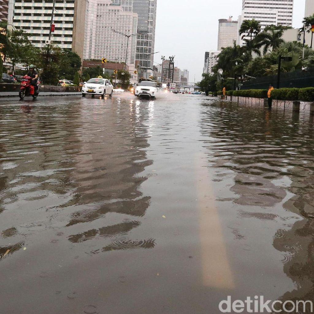 Bundaran HI Tak Luput dari Banjir