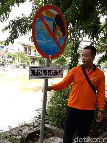 Rambu dilarang berenang/