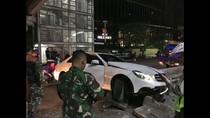 Sedan Mercy Tabrak Separator Busway di Jl MH Thamrin