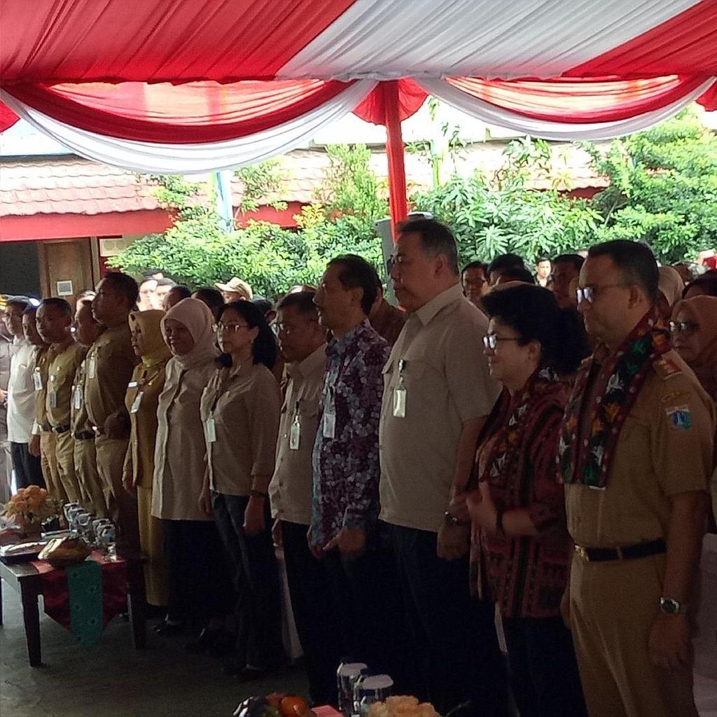Anies dan Menkes Sosialisasi Vaksin Difteri di SMA 33 Jakarta