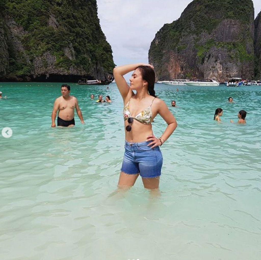 <i>Hot Mom Alerts</i>! Wulan Guritno Seksi Basah-basahan di Phuket