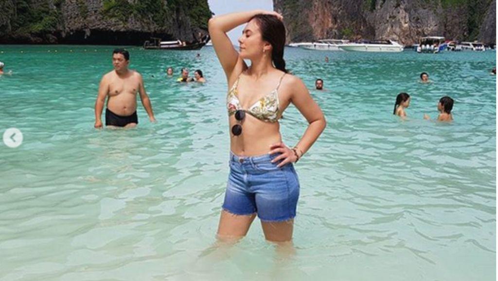 Hot Mom Alerts! Wulan Guritno Seksi Basah-basahan di Phuket