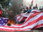 Demo di Kedubes AS, Foto Trump dan Bendera AS Dibakar