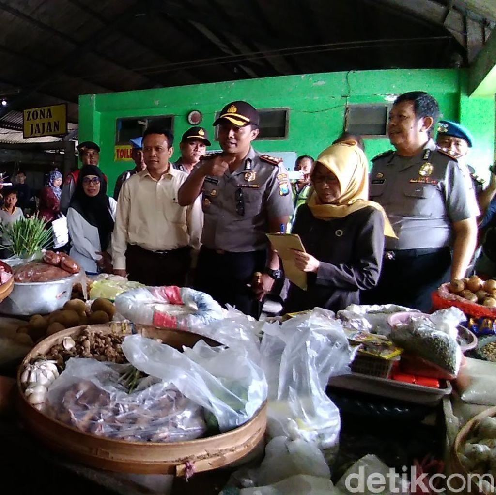 Jelang Natal dan Tahun Baru, Petugas Gabungan Sidak Pasar di Kediri