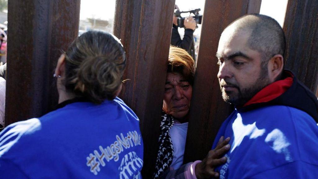 Momen Haru Pertemuan di Balik Dinding Perbatasan AS-Meksiko