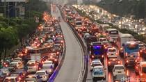 Foto: Macet di Jalan Gatot Subroto Usai Hujan Reda