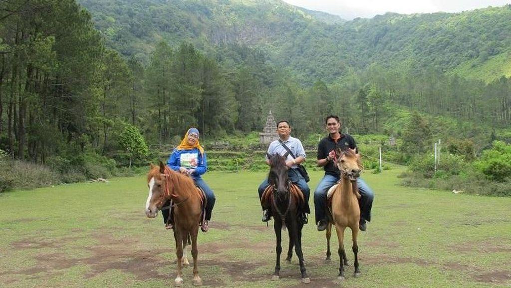 Bukan Cuma Bromo, Berkuda di Candi Gedong Songo Juga Asyik