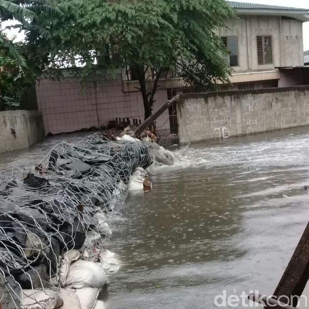 Pak Anies, Coba Dengar Jeritan Warga Jatipadang Korban Banjir Ini