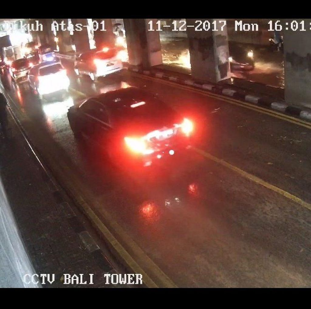 Banjir di Underpass Dukuh Atas Mulai Surut, Kendaraan Bisa Melintas