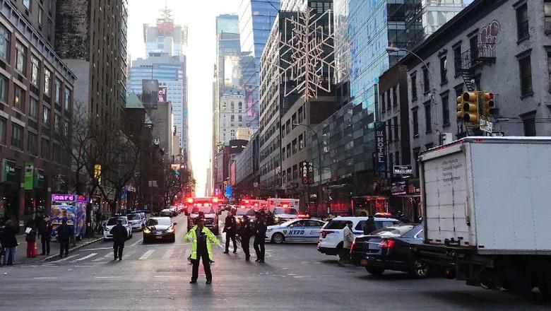 Orang Akibat Ledakan di Manhattan - New York empat orang mengalami akibat ledakan di terminal bawah tanah New Amerika Serikat Satu orang yang ditangkap