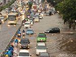 Ada Genangan Air di Jl Gatot Subroto arah Cawang, Lalin Macet